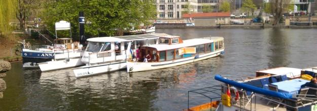 Salonschiff-Berlin_Heiraten-Schiff_mieten-chartern Damperfahrt-Bootstour-Spree 4