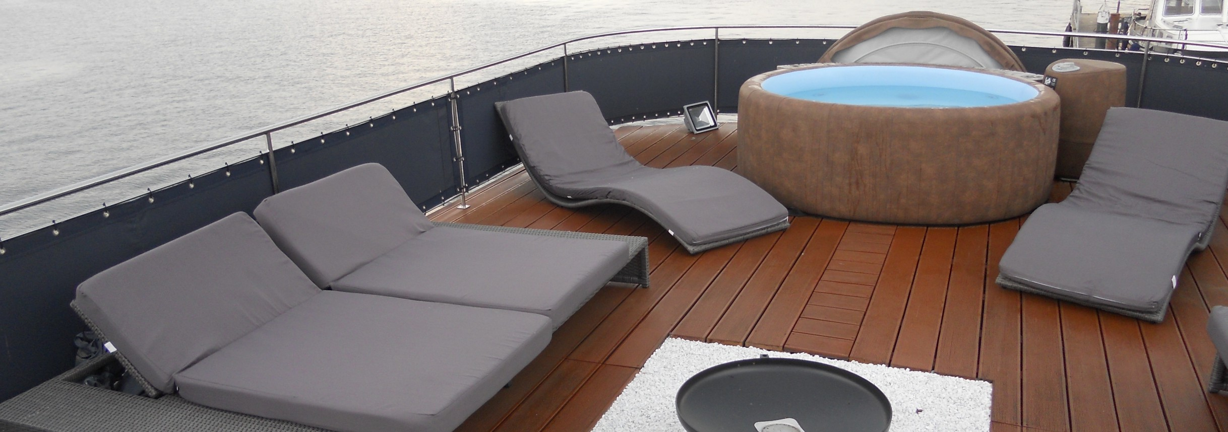 event hausboot mieten berlin schiff charter berlin. Black Bedroom Furniture Sets. Home Design Ideas